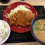 かつや - 料理写真:ロースカツ定食の豚汁大