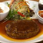 る・れーぶ - 料理写真:ハンバーグプレート 860円。