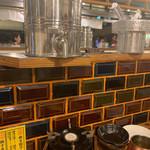 炊き餃子と鶏すき大衆酒場 仕事鶏A - 飲み放題の焼酎缶