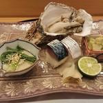 馬車道 大かわ - 岩ガキ、鯖寿司等