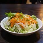 カレーハウス フジサワ - キャベツの千切り、レタス、ニンジン、コーンのサラダ