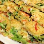 ひゃん - 海鮮チヂミ。サクッと厚みがあって美味しいです。