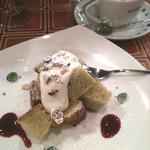 10939604 - デザート ピスタチオのシフォンケーキ