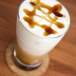 ワールドブックカフェ - アイスキャラメルラテ