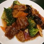 百香亭 - 牛肉ブロッコリー炒め
