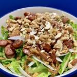 あじわいの朝 - グリーンカールと玉ねぎを使って、グリーンサラダを!ナッツやソーセージも乗せちゃいます!!
