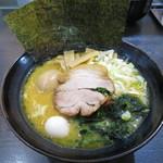 松壱家 - ラーメン(醤油豚骨) 780円 味玉 110円