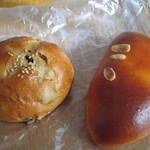 BREAD BOARD - レーズンパンとクリームパン