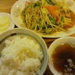 1094792 - 肉野菜炒め定食: 汁までご飯にかけたいくらい美味しい