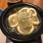 銀座 遠音近音 - レモン鍋にレモン投入