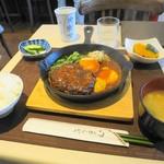 キッチン すみれ - ハンバーグ定食全景
