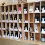 茶蔵 - 左側が紅茶・右側が日本茶