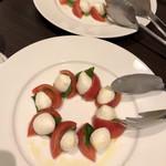 Restaurant Cafe CARO - カプレーゼ トマトが甘い!