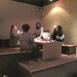 SLOW +K 中洲gate's店 - 日本舞踊稽古処の内輪忘年会の2次会で利用。ひな壇のような部屋です。カラオケって親しくなれるアイテムですね!改めて思いました。