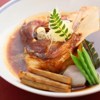 お食事の締めには二度愉しめる極上の「鯛茶漬」を