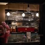 八十郎商店 - ワイングラスがびっしり