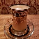 なんば赤狼 - 高出力で抽出したこだわりコーヒーに生クリームを