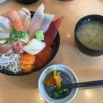 海鮮処 海門 - 料理写真:まかない丼1980円