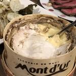 ワイン&チーズ オガーレ - モンドールは豪快にスプーンですくって食べる!これに限ります(笑)!