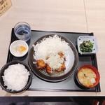 アカマル屋 - 油淋鶏定食