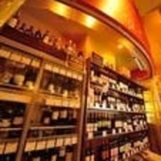 ボトルワインは常時100種類!驚きのコストパフォーマンス!