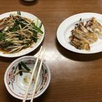 王味 - ニラレバ炒め+餃子
