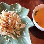 サムロータイレストラン - サラダとスープ。