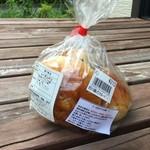パン工房 四ッ葉のクローバー - 料理写真:レーズンパン 210円/3個入