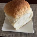 ドン・ボスコ - 料理写真:食パン 2/1 250円
