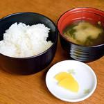 ぴんぴんや ゆたか丸 - ご飯と味噌汁と漬物