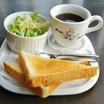 パンベル - 料理写真:珈琲・フレンチブレンド(330円)、バタートーストモーニング(サラダ付き)
