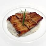 109469889 - 【前菜②】                       ・穴子の白バルサミコ焼き                        ・じゃがいもと黒トリュフのソース                        ・ポテトチップスと芽ネギ