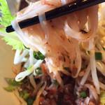 サムロータイレストラン - 汁なし麺 セット ¥1080  細めセンレックにからむ温かいラープムー。豚ひき肉、ネギ、レモングラス、ピッキーヌー他香草が効いてほどほど刺激的で美味。