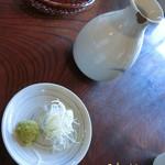 ふじもり - そば三昧(3000円)にする♪       丸ぬきそばは平麺のお蕎麦☆彡 蕎麦の殻を剥いたのを丸ぬきというそうで、玄米から白米になったお蕎麦のイメージらしい( ..)φ