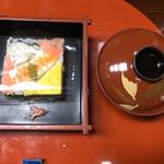 寿美久満 - 鰆の押し寿司・赤出汁