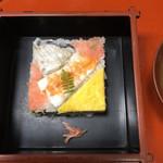 寿美久満 - 鰆の押し寿司のアップ