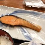 品川 ひおき - ●焼鮭定食¥680税込 ・焼き鮭 ・のり ・生玉子 ・ご飯 ・お味噌汁 ・お新香