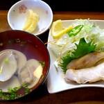寿司鉄 - 寿司鉄 @平和台 600円のにぎりに付いた河豚の焼き物・蛤吸・沢庵