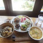 アサンテ・サーナ - 日替わり雑穀プレート940円+ご飯大盛り60円
