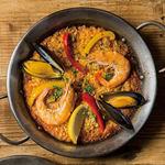 バル・リカ・セルヴェッサ - 魚介の旨みたっぷりのシーフードパエリア