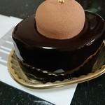 109492451 - フジウ:チョコレートムースにピスタチオの柔らかムースケーキ