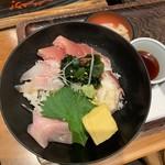 亀甲堂 - 海鮮丼アップ