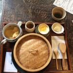 薬膳喫茶・悠々 - 料理写真:蓮の葉包蒸飯セット1300円