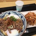 丸亀製麺 - 料理写真:玉とろ牛うどん(並)と小海老のかき揚げ