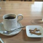 路地カフェ - ホットコーヒーときな粉ボーロ