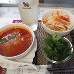 Thai Kitchen Kao Man Gai - ソムタム、トムヤムクン、パクチー