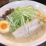 拉麺哲學 - 料理写真:塩とんこつ + ネギ増し(秋田ラーメン三段スタンプ本の特典)