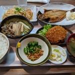 ホトリ - 晩ごはん定食(あじ開き焼・生姜焼)