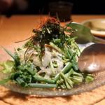 お酒がほぼ原価で飲める店 千代の蔵 - 仙台小葱と荏胡麻の塩ドレッシングサラダ
