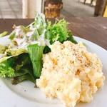 カフェ&ワインバー オーデパール - 燻製ポテトサラダ  580円